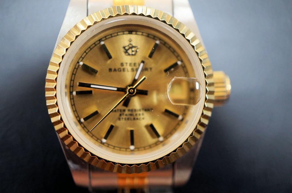 No.322  STEEL BAGELSPORT クォーツ腕時計を修理しました