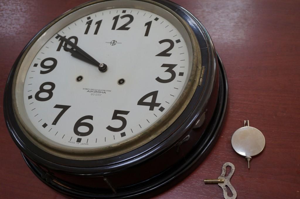 No.411  AIKOSHA(愛工舎)ゼンマイ式掛け時計を修理しました