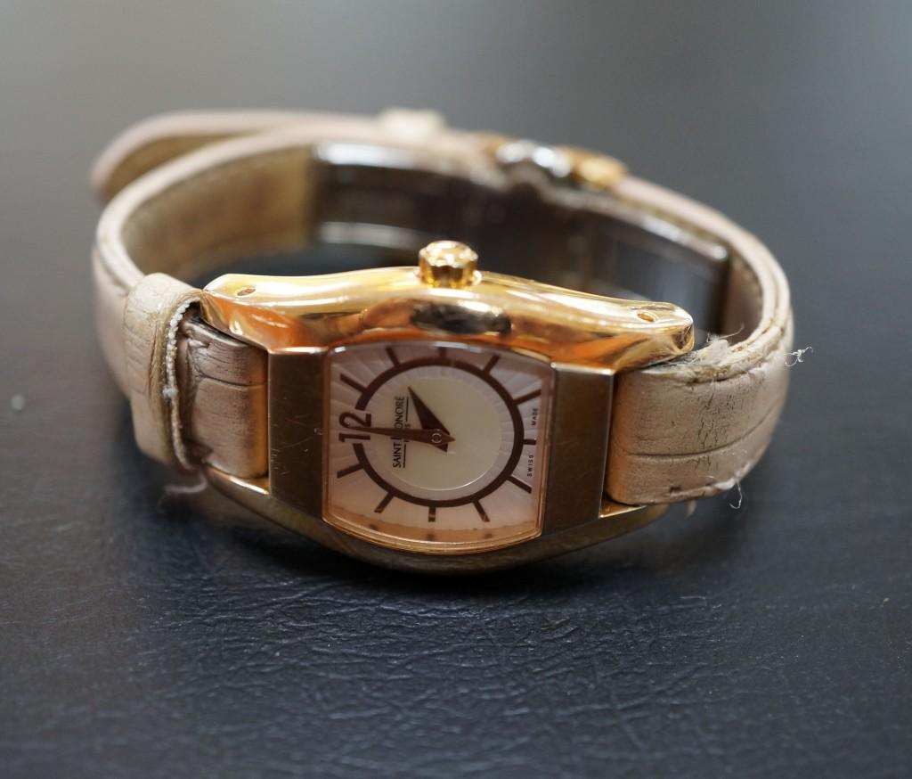 No.481  SAINT  HONORE  クォーツ腕時計を修理しました