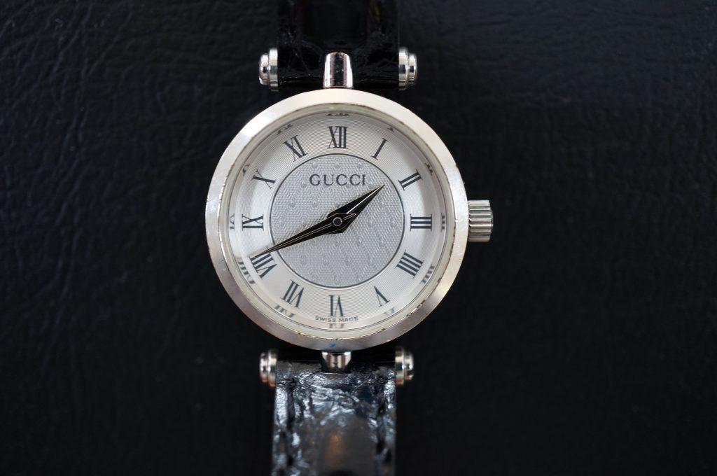 No.572   GUCCI (グッチ)  クォーツ腕時計を修理しました