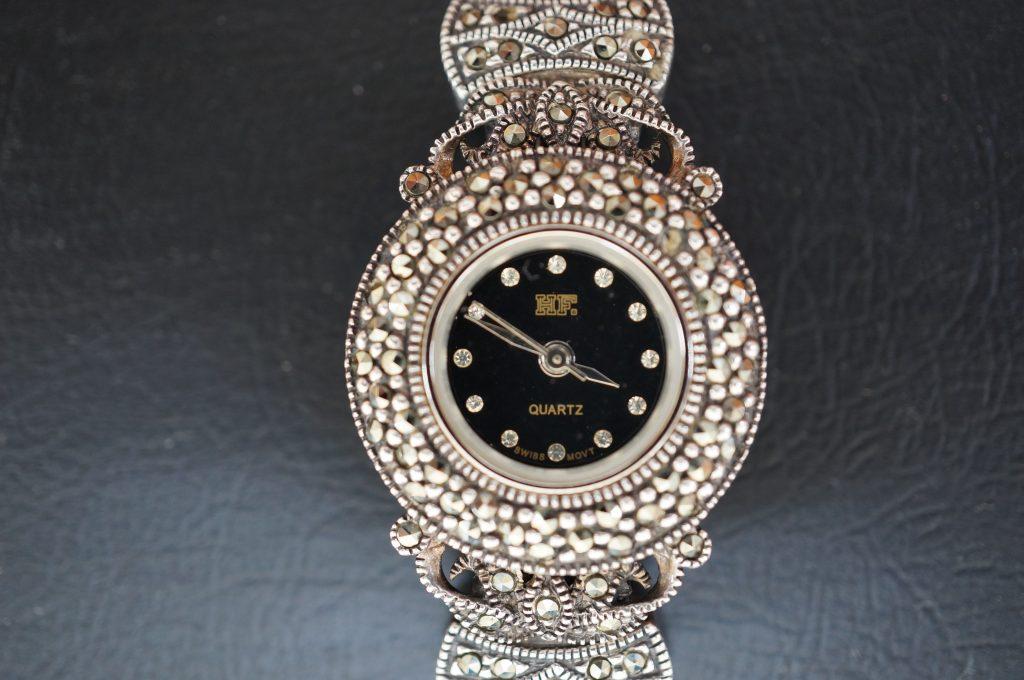 No.642   アンティーク クォーツ腕時計を修理しました
