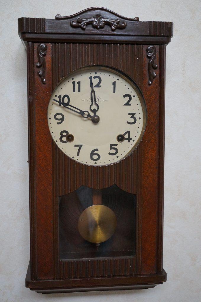No.683   TRADE MARK アンティーク ゼンマイ式掛け時計を修理しました
