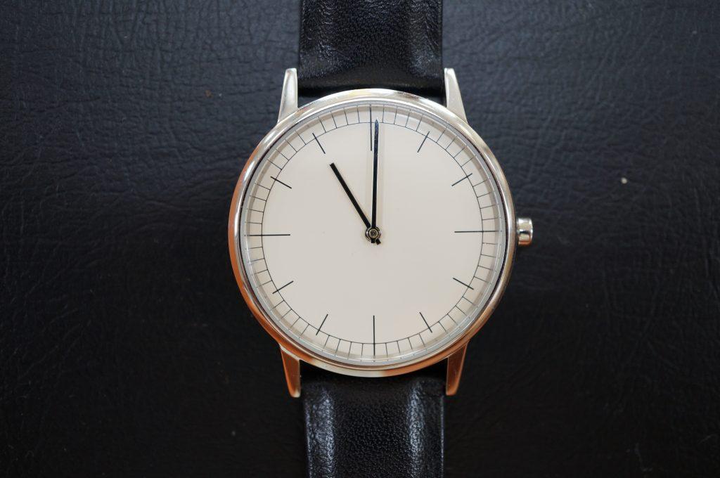 No.751  Uniform Wares クォーツ腕時計を修理しました