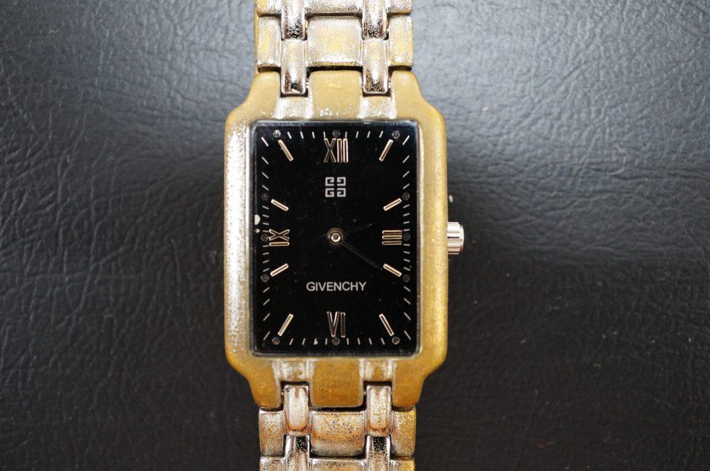 No.781  GIVENCHY (ジバンシー) クォーツ腕時計を修理しました