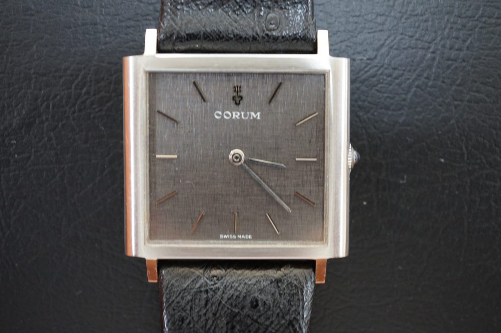 No.1080  CORUM(コルム) 手巻き 腕時計を修理しました
