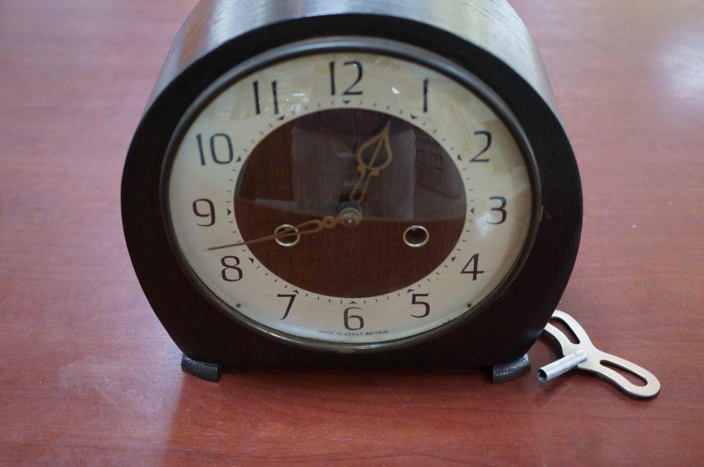 No.1170  SMITHS イギリス製 アンティーク ゼンマイ式置時計を修理しました