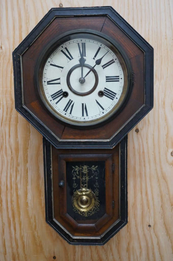 No.1480  アンティーク  ゼンマイ式 掛け時計を修理しました