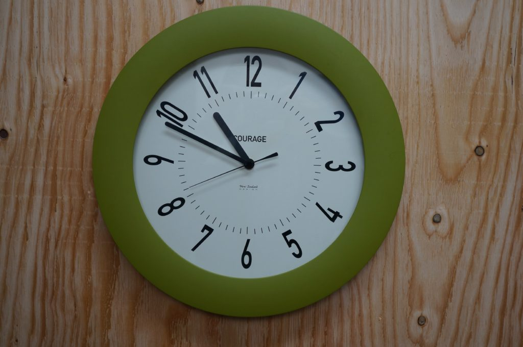 No.1500   COURAGE オリジナル  クォーツ式掛け時計を修理しました