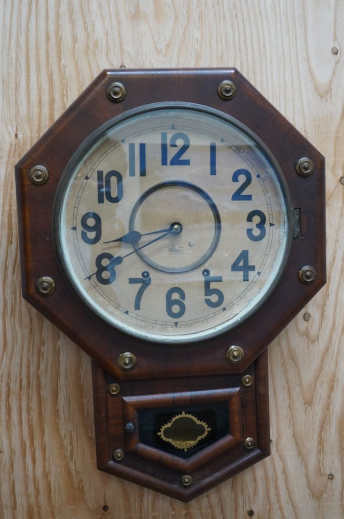 No.1684  アンティーク  ゼンマイ式 掛け時計を修理しました