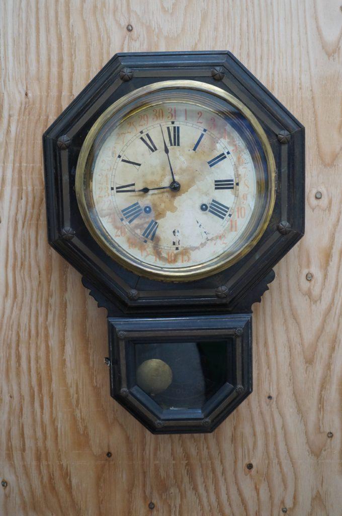 No.1790  アンティーク 手巻き式 掛け時計を修理しました