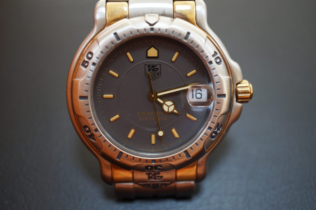 No.2040  TAG HEUER(タグホイヤー)クォーツ式 腕時計を修理しました