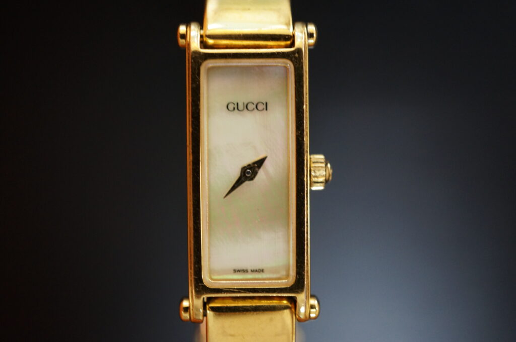 No.2260  GUCCI (グッチ ) クォーツ式腕時計を修理しました