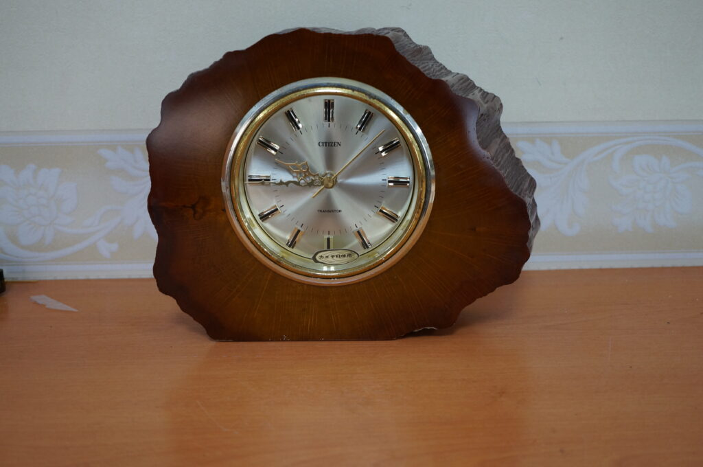 No.2486  CITIZEN (シチズン) クォーツ式 置時計を修理しました