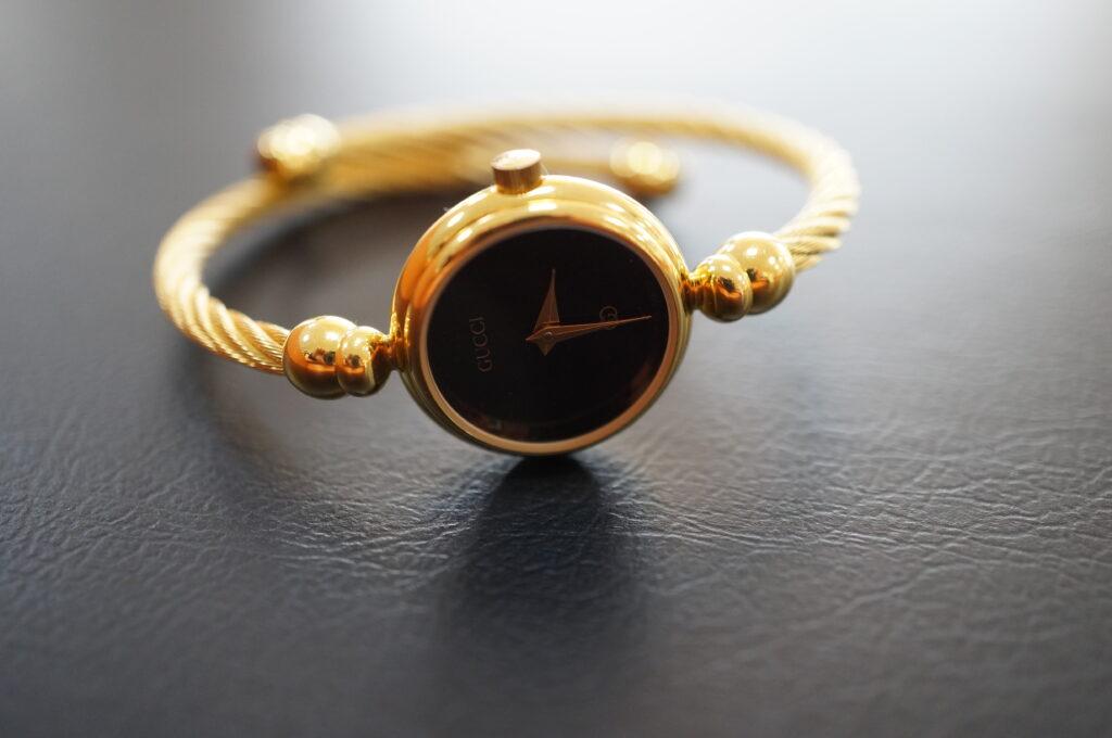 No.2563  GUCCI (グッチ) クォーツ式 腕時計を修理しました