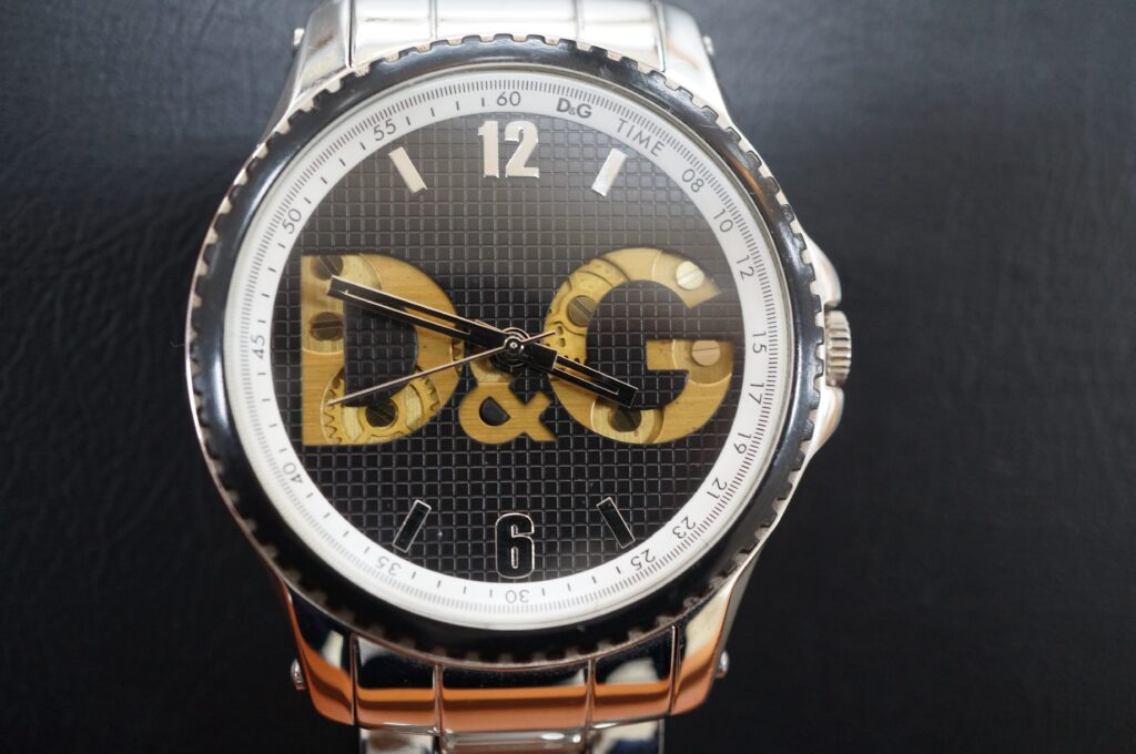 No.2572  D & G (ドルチェ&ガッバーナ) クォーツ式 腕時計を修理しました