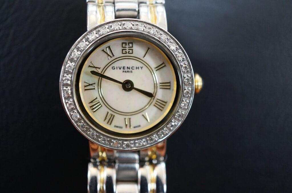 No.2571  GIVENCRY (ジバンシー) クォーツ式 腕時計を修理しました