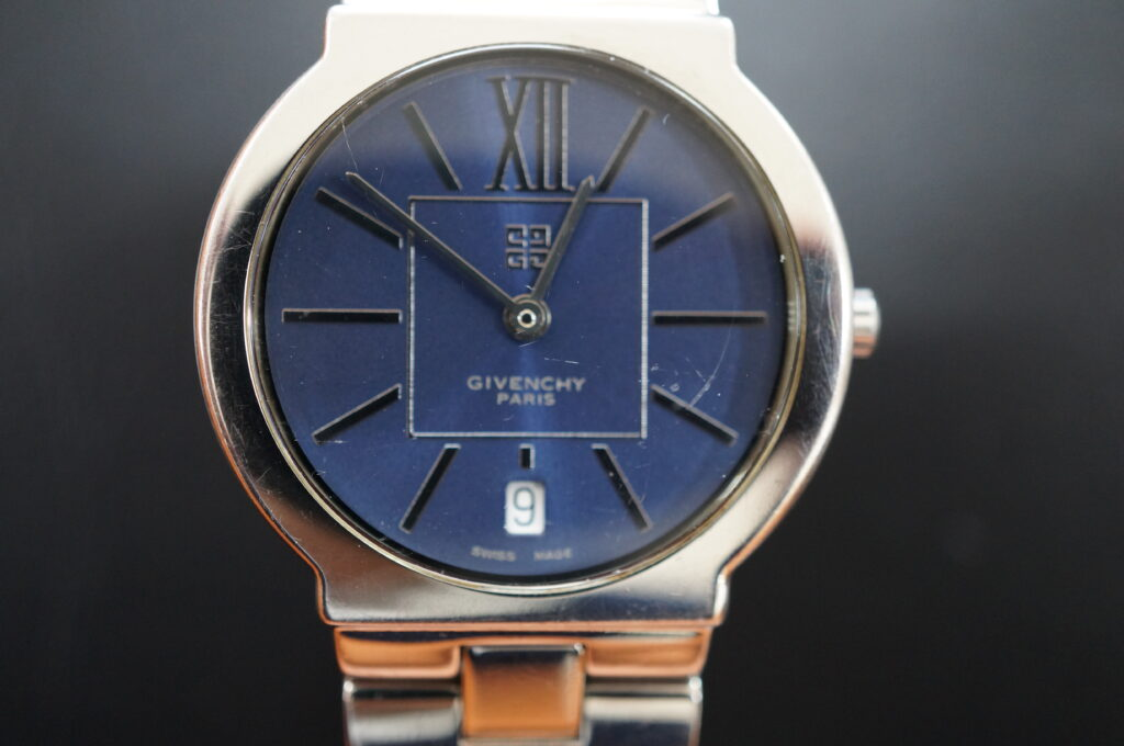 No.2596  GIVENCRY (ジバンシー) クォーツ式 腕時計を修理しました