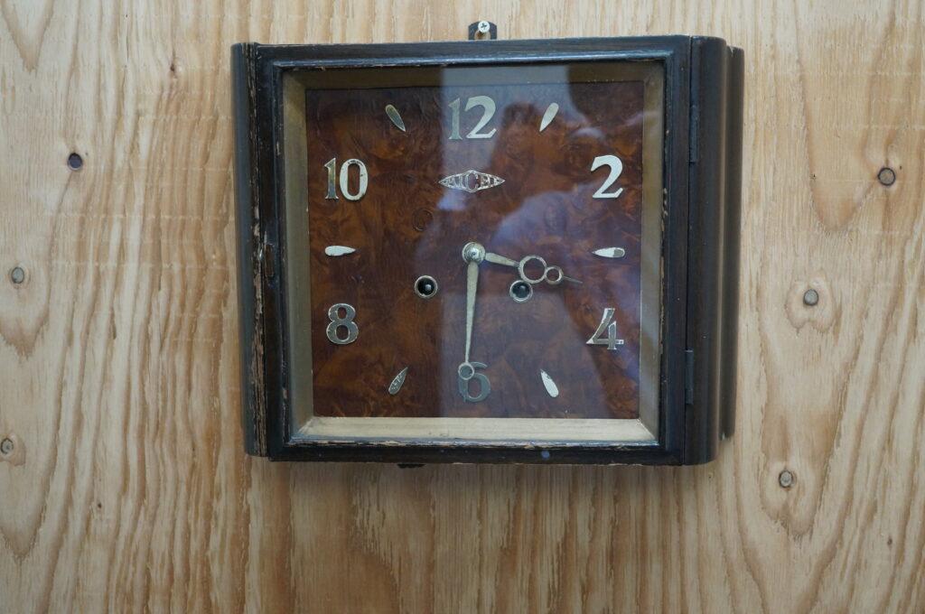 No.2621  AICHI ゼンマイ式 掛け時計を修理しました