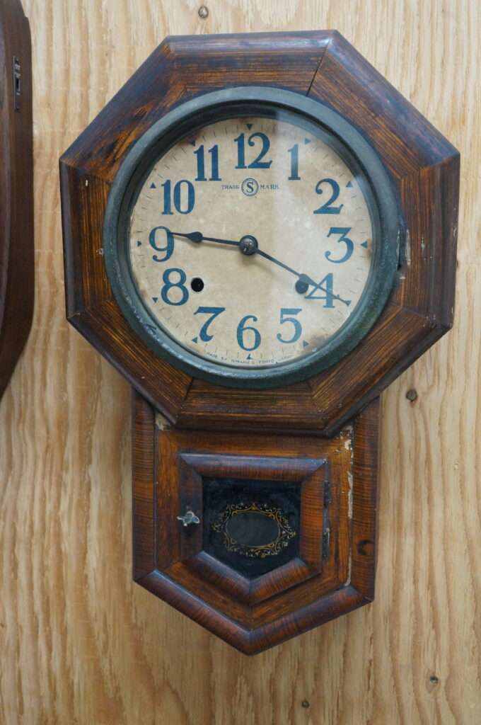 No.2739  アンティーク(八角尾長)ゼンマイ式掛け時計を修理しました