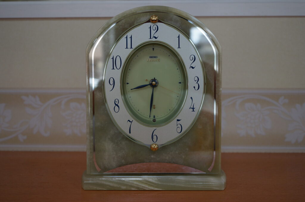 No.2774  SEIKO  EMBLEM  (エンブレム ) クオーツ式 置時計を修理しました